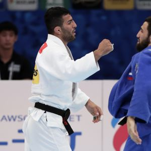 Saeid Mollaei (valkoinen) voitti Tokion MM-kisoissa hallitsevan olympiavoittajan Khasan Khalmurzaevin.