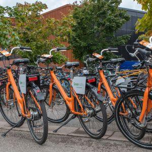 Kaupunkipyöriä Lappeenrannassa LUT:n kampuksella.