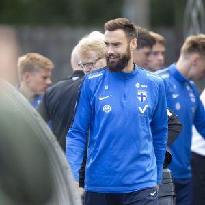 Tim Sparv osallistui Huuhkajien harjoituksiin Lamminpään urheilukentällä Tampereella päivä voitollisen Kreikka-ottelun jälkeen.