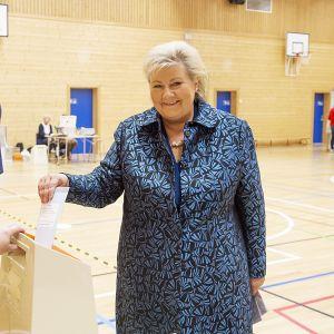Erna Solberg ja Sindre Finnes.