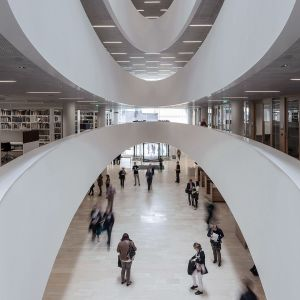 Sisäkuva kirjasto Kaisasta.