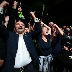 Norjan ympäristöpuolue juhlii vaalivoittoa Oslossa.