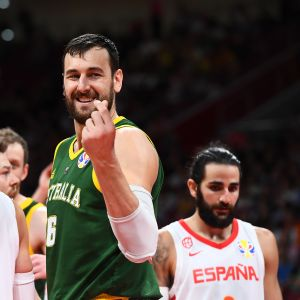 Andrew Bogut reagoi Espanja-semifinaalissa.