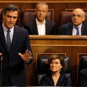 Espanjan virkaatekevä pääministeri Pedro Sánchez puhui keskiviikkona parlamentin viimeisellä kyselytunnilla ennen marraskuussa pidettäviä vaaleja.