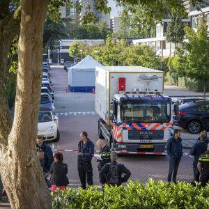 Poliisi on eritämnyt alueen ja tutkii murhaa.