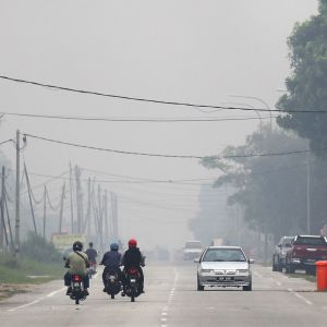 Malesiassa kärsitään naapurimaan Indonesian maastopaloista. Pienhiukkasten määrä Klangin satamakaupungissa nousi keskiviikkona 258 mikrogrammaan kuutiometriä kohden.