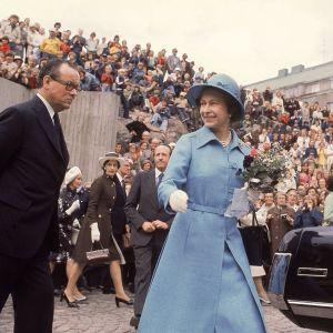 Kuningatar Elisabet II vieraili Temppeliaukion kirkossa Suomen vierailunsa aikana 1976.