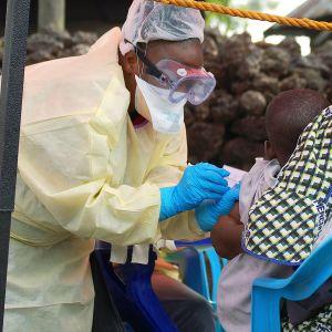 Lasta rokotetaan ebolaa vastaan Gomassa Kongon demokraattisessa tasavallassa.