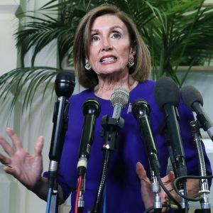 Kongressin edustajainhuoneen puheenjohtaja Nancy Pelosi puhui lehdistölle Washingtonissa 25. syyskuuta.