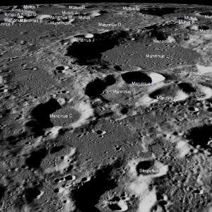 Kuun pintaa, johon on kirjoitetty kraatterien nimet.
