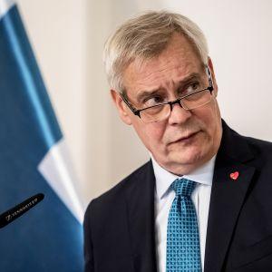 Pääministeri Antti Rinne tiedotustilaisuudessa tavattuaan Tsekin pääministeri Andrej Babishin Prahassa.