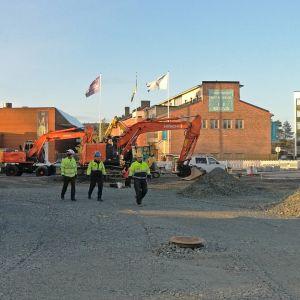 Maarakennustöitä on käynnissä Korundin vieressä.