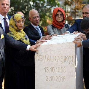 Toimittaja Jamal Khashoggin hautajaiset.