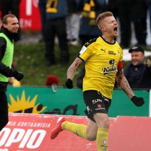 Petteri Pennanen teki maalin Hongan verkkoon 6.10.2019.