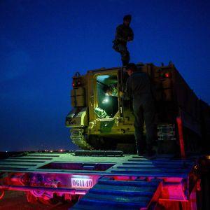 Turkin sotilaat valmistautuivat Syyrian rajan läheisyydessä Akcakalessa tiistaina 8. lokakuuta.