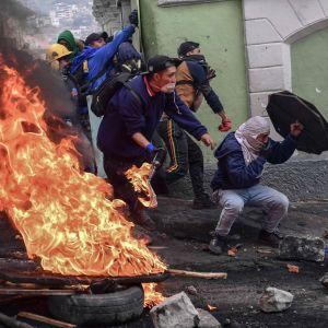 Väkivaltaisuudet Ecuadorin pääkaupungissa Quitossa jatkuivat toista päivää keskiviikkona.