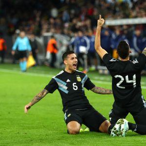 Lucas Ocampos juhlii uransa ensimmäistä maalia Argentiinan paidassa yhdessä Leandro Paradesin kanssa.