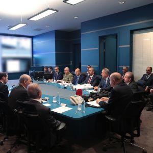 Turkin presidentti Recep Tayyip Erdogan ja ministerit seuraavat Turkin joukkojen operaatiota kurdialueilla Pohjois-Syyriassa, Ankarassa, Turkissa, 9. lokakuuta 2019.
