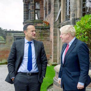 Irlannin pääministeri Leo Varadkar ja Britannian pääministeri Boris Johnson tapasivat Thornton Manorissa Englannissa torstaina.