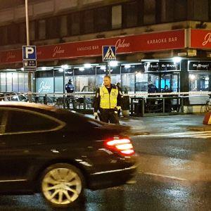Poliisin eristämä ravintola Porin keskustassa.