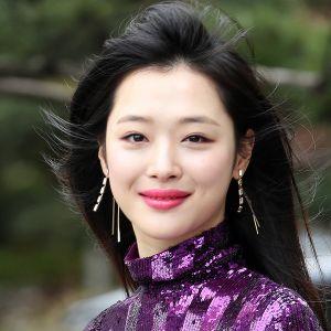 Etelä-Korelainen laulaja ja näyttelijä Sulli.