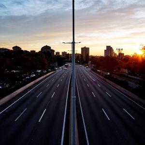 Autio moottoritie Barcelonassa.