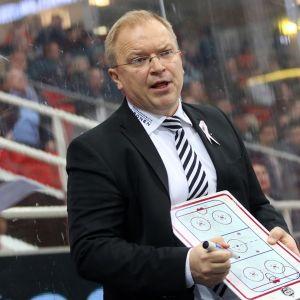 TPS:n päävalmentaja Kalle Kaskinen kuvassa