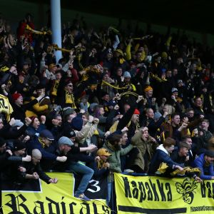KuPSin fanit juhlivat jo Turun stadionilla, mutta vielä kovemmat juhlivat olivat edessä yöllä Kuopiossa.