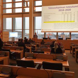 Pormestari esittelee budjettiehdotustaan