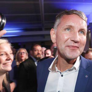 Björn Höcke,  Vaihtoehto Saksalle eli AfD-puolueesta  katselee vaalituloksia 27. lokakuuta.