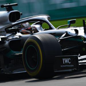 Lewis Hamilton vauhdissa Mercedeksen ratissa Meksikon radalla.