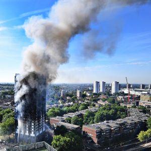 Grenfell Towerin tulipalo Lontoossa 14. kesäkuuta 2017.