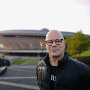 Dufvan taustalla oleva Spodek on toiminut useiden palloilulajien MM-kilpailupaikkana vuosien varrella.