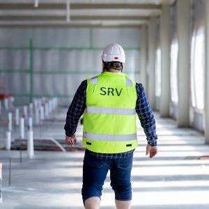 SRV:n rakennustyömies työmaalla.