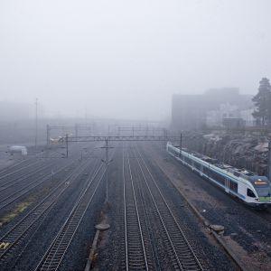 Näkymä Ilmalan asemalta kohti Pasilaa sunnuntaiaamuna 3. marraskuuta 2019.