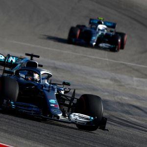 Lewis Hamilton (edessä), Valtteri Bottas