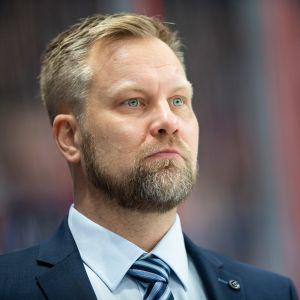 Mikko Manner lähikuvassa.