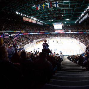 Helsingin EHT-turnauksen yleisöä