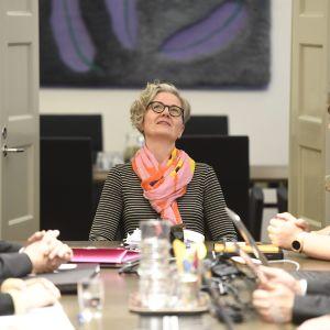 Posti- ja logistiikka-alan unioni PAU:n ja Palvelualojen työnantajat Palta ry:n edustajat jatkoivat postilakon sovittelua valtakunnansovittelija Vuokko Piekkalan (kesk.) johdolla valtakunnansovittelijan toimistossa Helsingissä 15. marraskuuta 2019.