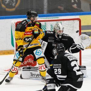 Radek Koblizek Kärpät Rasmus Tirronen TPS maalivahti