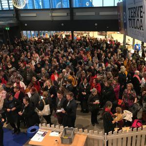 Tampereen Kädentaitomessut teki marraskuussa 2019 uuden kävijäennätyksen, yli 55 000. Kuvassa messuyleisöä.