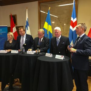 Pohjoismaiden puolustusministereiden kokous. Vasemmalta Trine Bramsen Tanska, Antti Kaikkonen Suomi, Peter Hultqvist Ruotsi, Arnor Sigurjönsson Islanti, Frank Bakke-jensen Norja