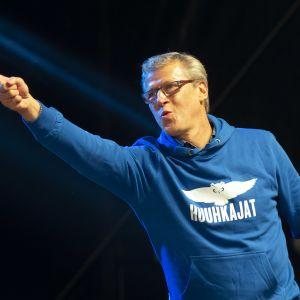 Markku Kanerva Huuhkajien kansanjuhlan lavalla
