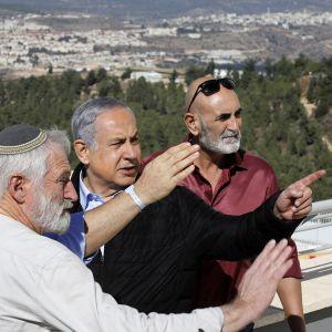 Israelin pääministeri Benjamin Netanjahu vierailee  Gush Etzionissa Länsirannalla.