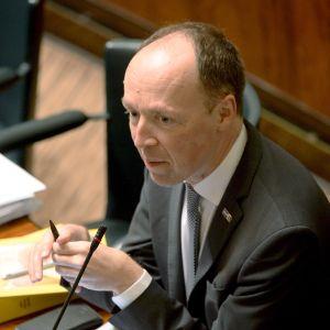 Kansanedustaja Jussi Halla-aho (ps.) eduskunnan suullisella kyselytunnilla Helsingissä 14. marraskuuta.