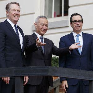 Robert Lighthizer,  Liu He ja Steven Mnuchin neuvottelivat Washingtonissa 10 lokakuuta.