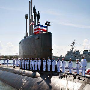 Virginia-luokan sukellusvene USS John Warner Norfolkin satamassa joulukuussa 2011.