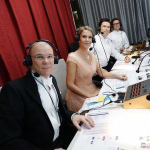 Ari Hakahuhta, Ella Kanninen, Jussi-Pekka Rantanen ja Sami Sykkö selostamokopissa presidentinlinnassa.