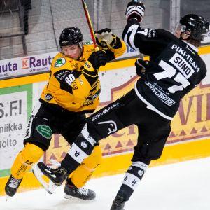 Liiga-ottelu SaiPa Ville Vainikainen ja TPS Tony Sund