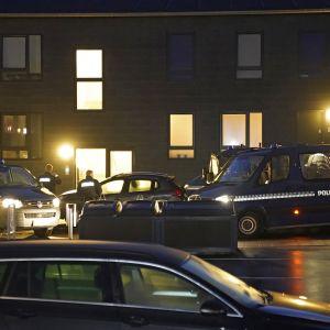 Poliisi tekee etsintöjä Stormgadella, Aalborgissa Tanskassa